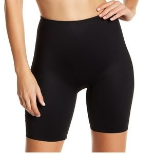 SPANX Two-Timing Mid-Thigh Reversible Shorts